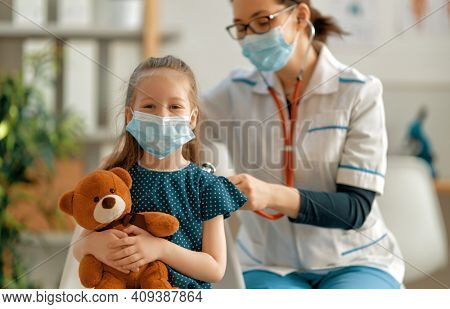 Doctor and child wearing facemasks during coronavirus and flu outbreak. Virus protection. COVID-2019. Taking on masks.