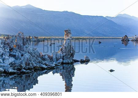 Magic sunrise. Mono Lake is a salt lake in California. Lime-tuff towers of bizarre shapes rise from the bottom of the lake. The natural wonder of the world is Lake Mono.