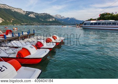 Annecy, France - Sep 14, 2020: View At The Lake Annecy In France. Lake Annecy Is A Perialpine Lake I
