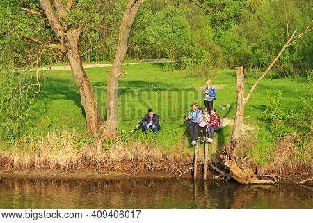 Sedniv Village Chernihiv Region / Ukraine. 16 May 2016: Fathers And Children Fishing. Families Went