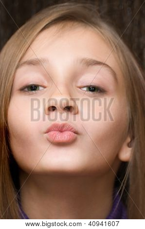 The Kissing Girl