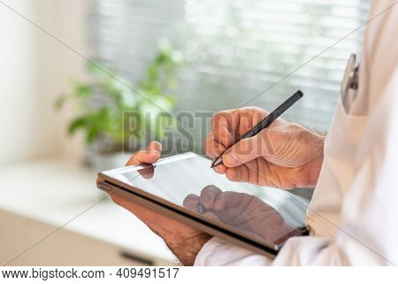 doctor using tablet telemedicine telehealth concept
