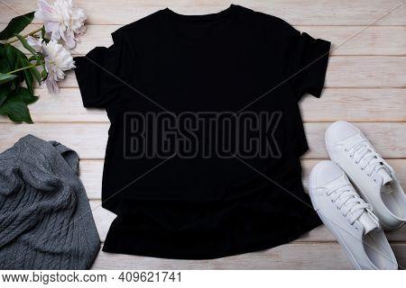 Women's T-shirt Mockup With Aran Sweater And Peony