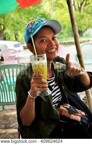 Travelers Thai Women Buy And Drinking Fresh Sugar Cane Cool Juice Burma Style For Sale Travelers At