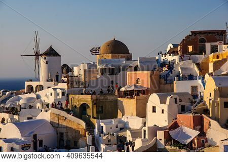 Oia, Greece - September 29, 2011: Sunset Scene In The Town Of Oia, With Locals And Tourists, In The