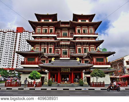 Singapore - 03 Mar 2012: China Temple In Chinatown, Singapore