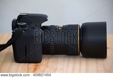 Galle, Sri Lanka - 02 18 2021: Eos Rebel T7i Dslr Camera And A Prime Lens With The Lens Hood On, Log