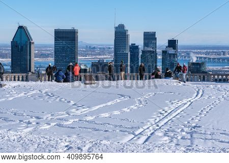 Montreal, Ca - 4 February 2021: People Are Looking At The Skyline From Kondiaronk Belvedere