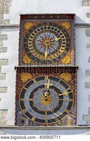 Clock With Two Dials On The Tower Of The 14th Century Old Town Hall At Lower Market Square (untermar