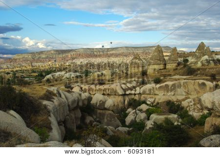 Teeth-shaped Stone Formations
