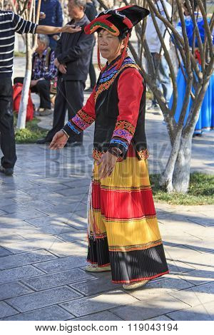 Kunming, China - January 8, 2016: Womand Dressed With Traditional Attire In Green Lake Park, Kunming