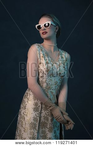 Chique Vintage 50S Fashion Woman Wearing Sunglasses.