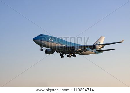 Boeing 747 arrived on the runway