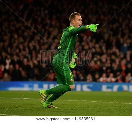 LONDON, ENGLAND - FEBRUARY 23: Marc-Andre ter Stegen of Barcelona during the Champions League match between Arsenal and Barcelona at The Emirates Stadium