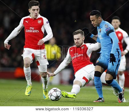 LONDON, ENGLAND - FEBRUARY 23: Aaron Ramsey of Arsenal and Neymar of Barcelona compete for the ball during the Champions League match between Arsenal and Barcelona at The Emirates Stadium