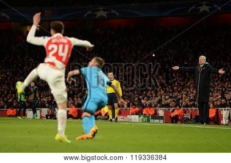 LONDON, ENGLAND - FEBRUARY 23: Arsene Wenger manager of Arsenal reacts whilst watching play during the Champions League match between Arsenal and Barcelona at The Emirates Stadium