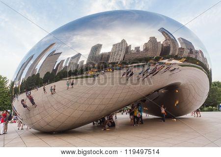 Chicago, Il/usa - Circa July 2015: Cloud Gate At Millennium Park In Chicago,  Illinois