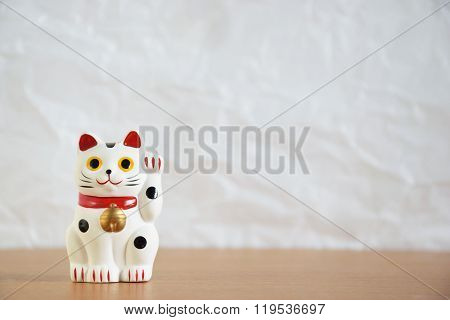 Japanese beckoning cat doll (maneki-neko)