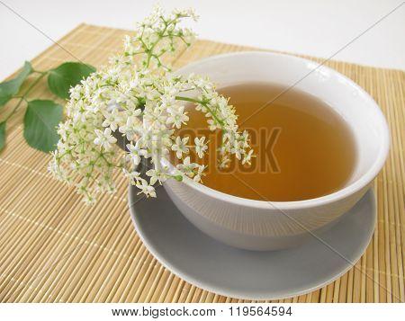 White tea with elderflower