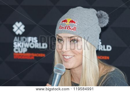 Smiling Lindsey Vonn At The Press Conference, Side View