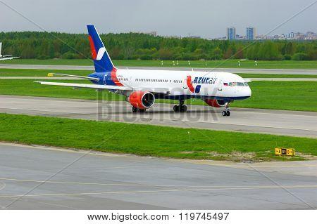 Azur Air Airline Boeing 757-2Q8  Aircraft  In Pulkovo International Airport In Saint-petersburg, Rus