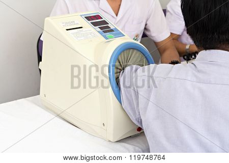 Automatic Blood Pressure Monitor For Health Check