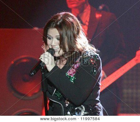ATLANTIC CITY, NJ - OCTOBER 10: Singer Kelly Clarkson performs at the Trump Taj Mahal on October 10, 2009 in Atlantic City, NJ.