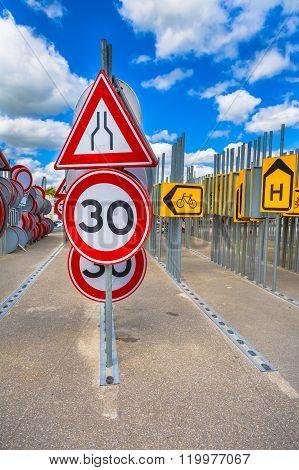 Bottleneck Road Narrowing Sign