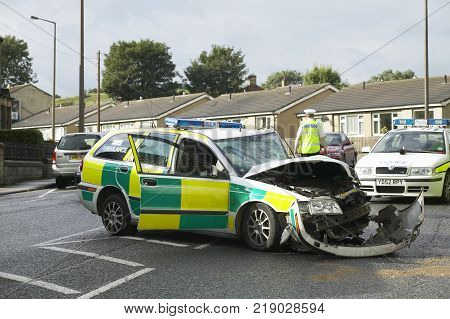WEST YORKSHIRE, UK: VOLVO V40 AMBULANCE WRECKED IN COLLISION WHILE ON EMERGENCY CALL 24TH AUGUST 2004, WEST YORKSHIRE, UK