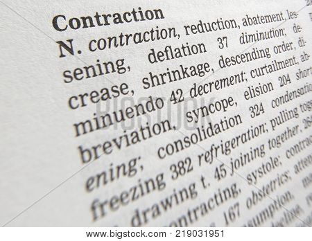 CLECKHEATON, WEST YORKSHIRE, UK: THESAURUS PAGE SHOWING DEFINITION OF WORD CONTRACTION, 30TH MARCH 2005, CLECKHEATON, WEST YORKSHIRE, UK