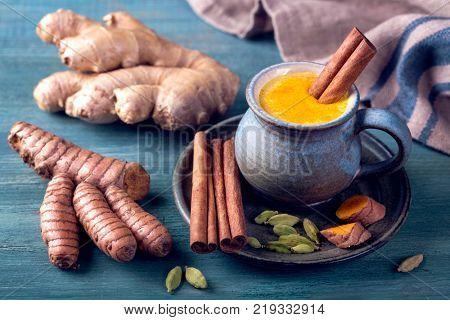 Turmeric Latte and fresh turmeric roots