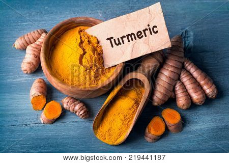 Turmeric powder and fresh roots