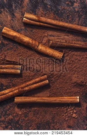 cinnamon sticks and ground cinnamon top view