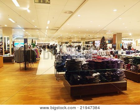 clothing store before christmas