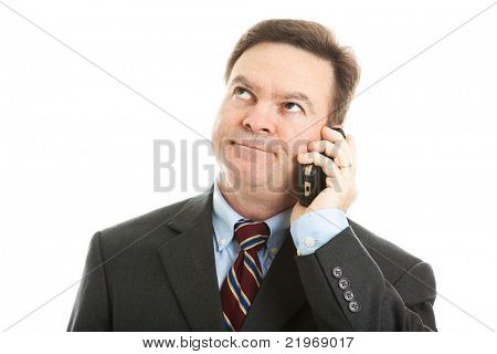 Empresario rodando sus ojos mientras escucha a una llamada telefónica o un mensaje aburrido.  Aislado en blanco.