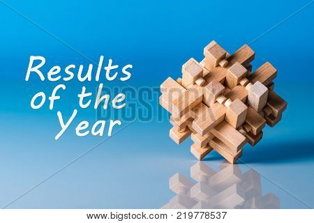 Results of the year - or 2017 Review. Text at blue background with brain teaser.