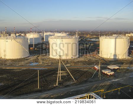 Storage tanks for petroleum products. Equipment refinery.