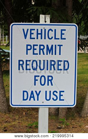 A vehicle permit required for day use sign.