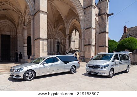France Beaune 2019-06-19 Image Of Silver Car Hearse Mercedes E Classe And Mercedes Vito Parking On T