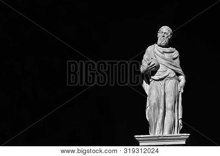 Girolamo Fracastoro (fracastorius), A Famous Renaissance Physician And Scholar.marble Staute Erected