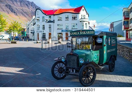 Isafjordur, Iceland - June 1, 2019: The Vintage Car Of A Bakery In The Central Square