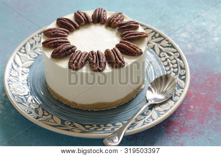 Cheesecake Without Baking With Blue Cheese And Pecans