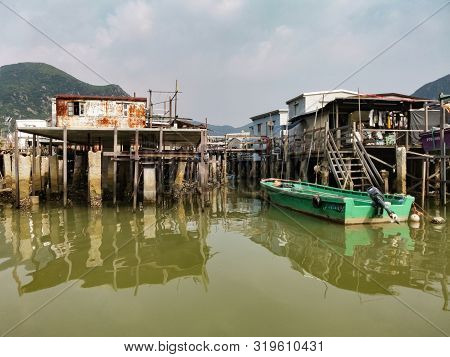 Hongkong-august 23,2019:houses Above River At Tai O Island In Hongkong.