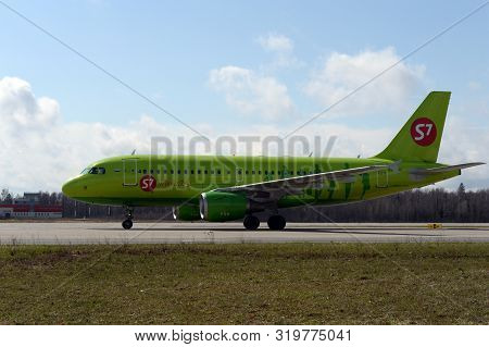 Moscow, Russia - April 26, 2018: Airbus A319 Aircraft (flight Number Vp-bhk) Of S7 Siberia Airlines