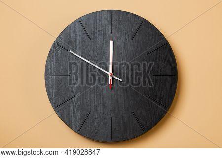 A Minimalist Wall Clocks Shows Ten O'clock
