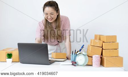 Young woman uses a laptop to chat with customers who come to order product, New young businesses tha