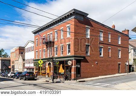 Warwick, Ny-usa-may 1, 2021: Three Quarter View Of Yesterdays, A Quaint, Quirky Family-run Irish Pub