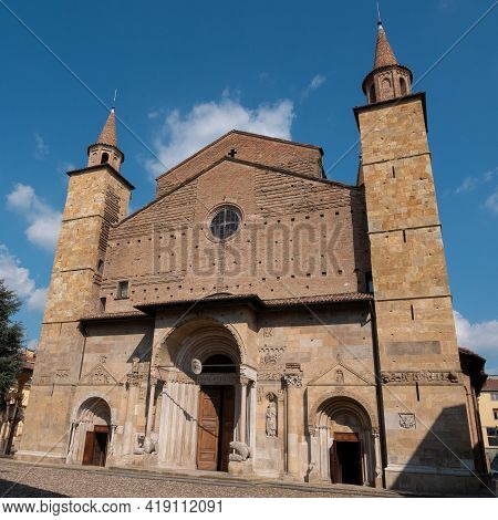 Cathedral Of San Donnino In Fidenza, Parma In Typical Romanesque Style - Italy.