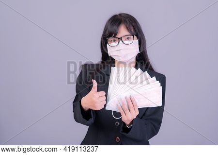 Asian Business Women Have To Use A Mask To Cover The Face To Prevent Pollution From Dust