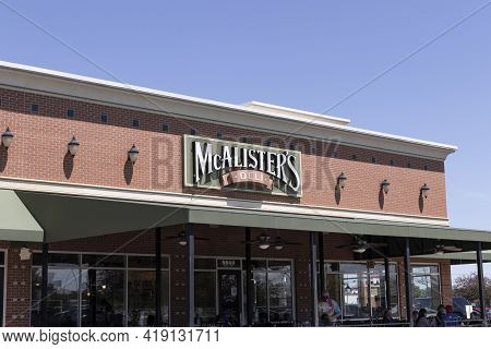 Indianapolis - Circa May 2021: Mcalister's Deli Fast Casual Restaurant. Mcalister's Serves Their Fam